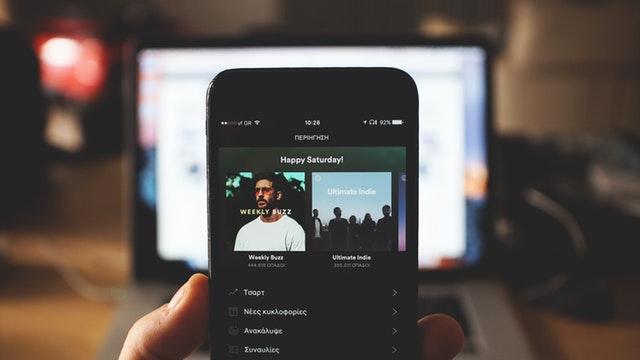 Acusan a Spotify de usar canciones sin permiso
