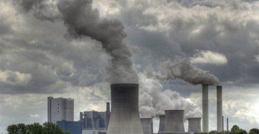 Macron dice que cerrará las centrales de carbón en Francia