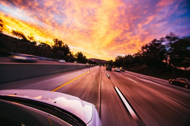 Eléctricos y autónomos reducirán ganancias de automotrices