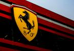 Ferrari acelera en la carrera de los eléctricos, compite con Tesla