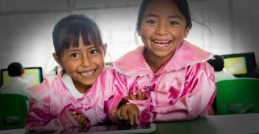 brecha educativa en mexico, grupo gigante, fundacion gigante, fundacion grupo gigante, unete, organizacion unete, brecha educativa, como cerrar la brecha educativa, como cerrar la brecha educativa en mexico, miyana campana social, gran terraza lomas verdes, socios unete, tecnologia en la educacion