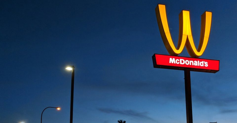 Falla McDonald's en campaña de marketing de género