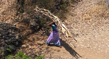 Facilidad de cocinar para mujeres tribales