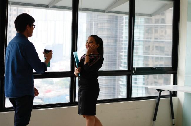 Invertir en los colaboradores parte de la estrategia de la RSE de Bloomberg