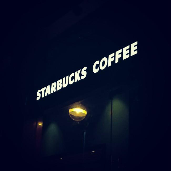 Starbucks es un líder en RSE y manejo de crisis - esto es lo que esta haciendo para resolver la situacion