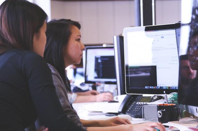 Mujeres trabajan más que los hombres en México