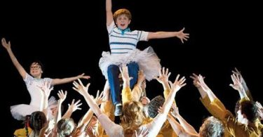 Suspenden musical de Billy Elliot; incita a la homosexualidad