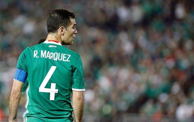 Rafa Marquez jugando para la seleccion mexicana