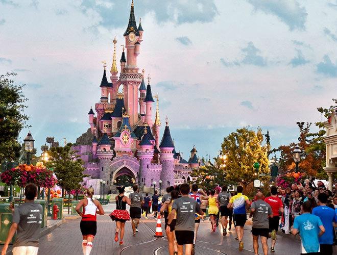 Salario por hora en Disneyland: 15 dólares