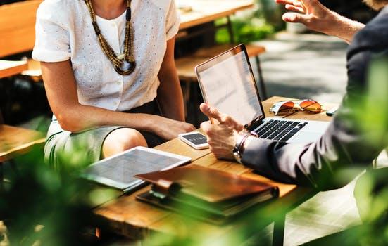 Trabajar con una consultoría en responsabilidad social también puede ayudarte a evaluar su desempeño ambiental actual y desarrollar planes para mejorarlo