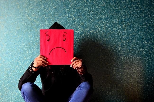 Ponerse en contacto regularmente con el colaborador en crisis para asegurarse de que esté bien