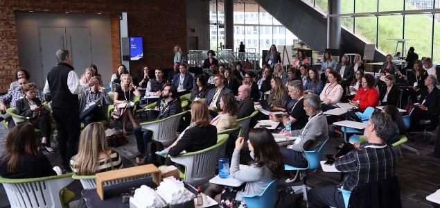 Jonathan Atwood, vicepresidente de Negocios y Comunicaciones Sostenibles de Unilever hablando de engagement 3.0