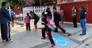 Regreso a clases en México: no más del 10% del peso de los niños en sus mochilas