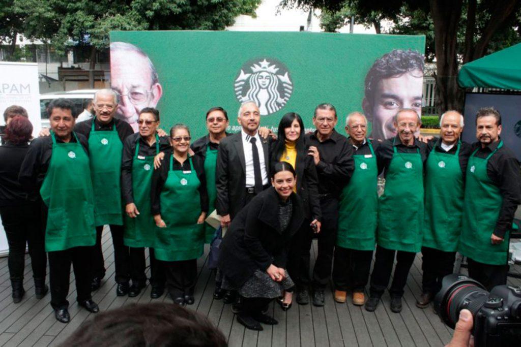Starbucks abre oportunidades para tercera edad