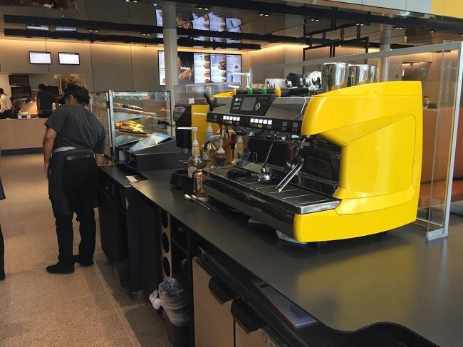 La cocina del nuevo McDonalds sustentable en Chicago