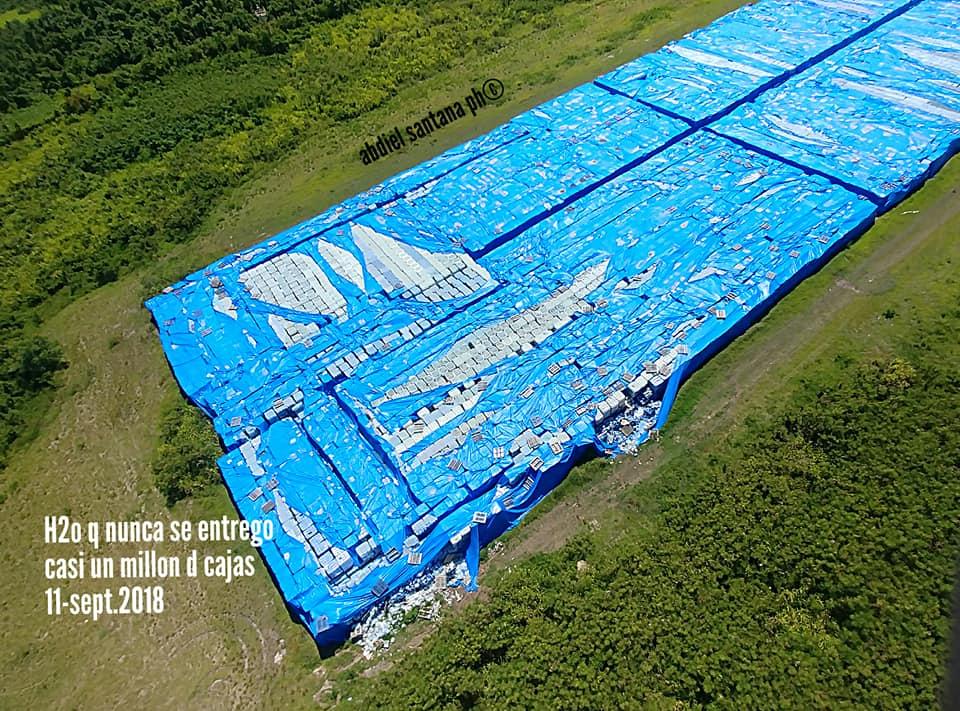 Abandonan botellas de agua en Puerto Rico, nadie se hace responsable