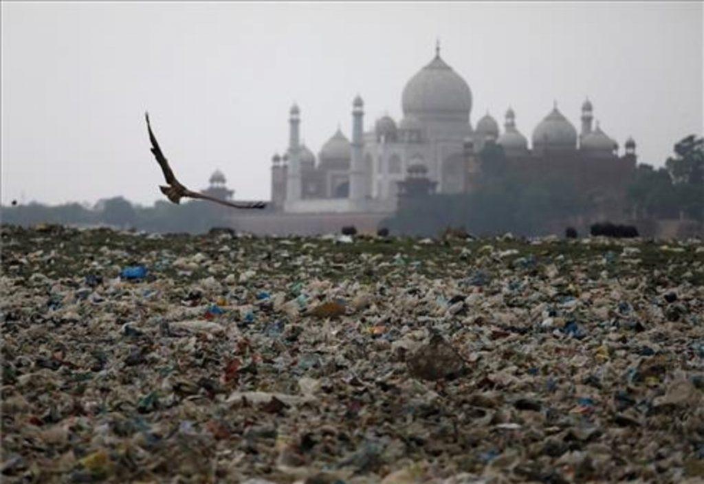 El Taj Mahal de deteriora, ¿quién es el culpable?