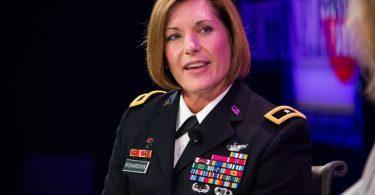 Comando más grande del ejército lidereado por una mujer