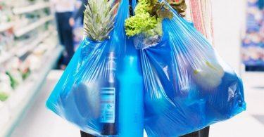 Europa prohíbe uso de bolsas plásticas