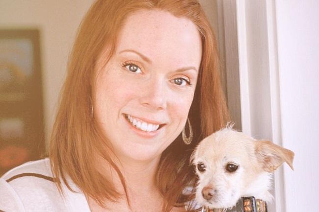 Julia Rohan, quien dirige un negocio de cuidado de mascotas en Chicago, dice que un ex empleado hizo exactamente eso cuando la vio ayudando con los gemelos recién nacidos de un cliente.