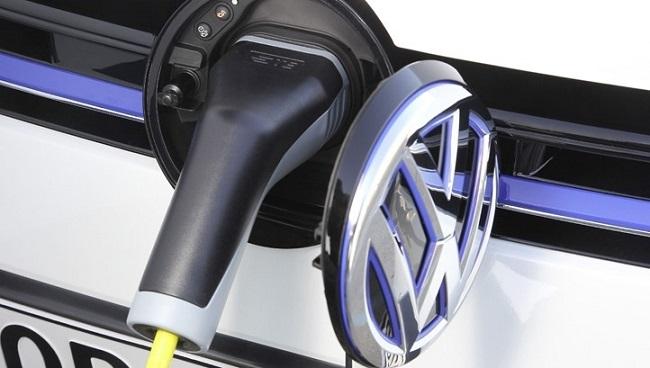 "Volkswagen insinúa un plan para un vehículo eléctrico ""asequible"" para competir con Tesla"