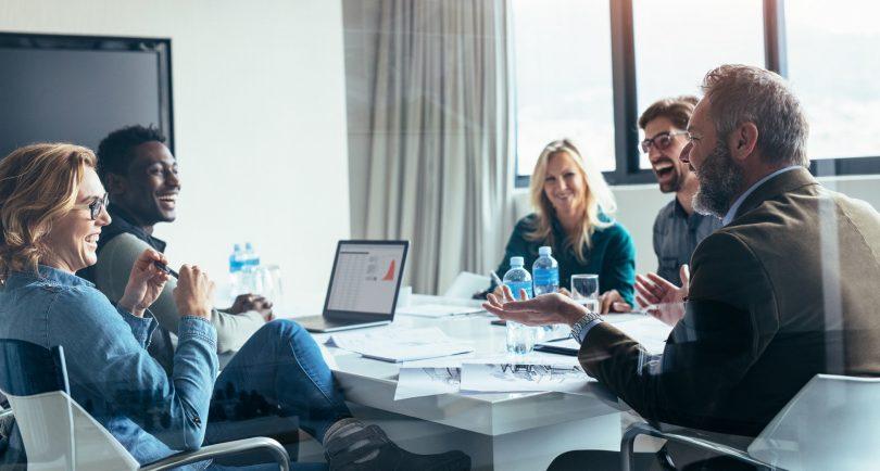 Más diversidad en gobiernos y empresas crean sociedades más justas