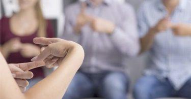 ¿Debe la Lengua de Señas ser una materia obligatoria en escuelas?