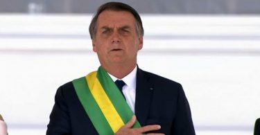 Bolsonaro golpea a ONG, LGBT e indígenas