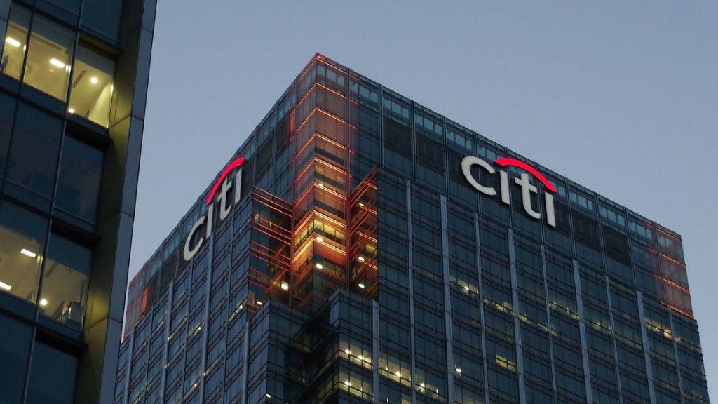 Citigroup admite que las mujeres ganan casi