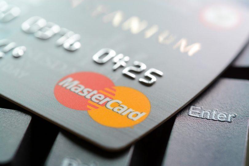 Mastercard pondrá un freno al cobro automático
