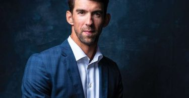 Michael Phelps recibe medalla