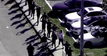 Víctimas de tiroteos piden ayuda a mercadólogos