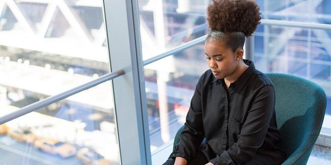 Comunes microagresiones en la oficina - Ese es tu cabello natural?