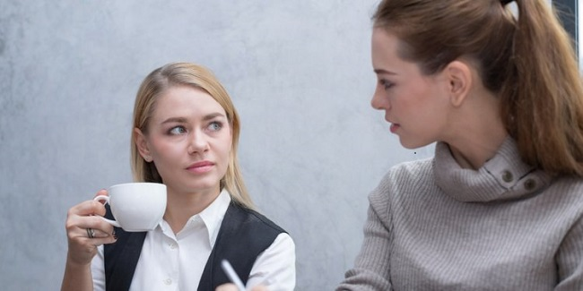 Comunes microagresiones en la oficina - Persona equivocada