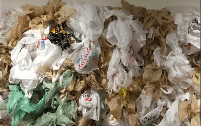 Movimientos para eliminar el plástico leyes en varios paises en contra del plastico de un solo uso