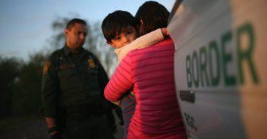 Denuncian que niños inmigrantes habrían sido abusados sexualmente en custodia