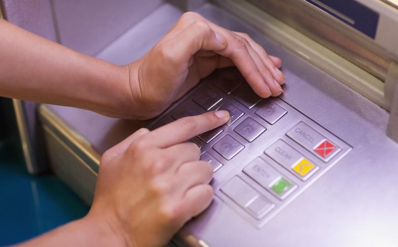 Hackeo a cajeros automáticos;