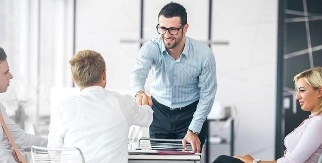 ¿Debes incluir la responsabilidad social en la contratación de personal y en la entrevista de trabajo?