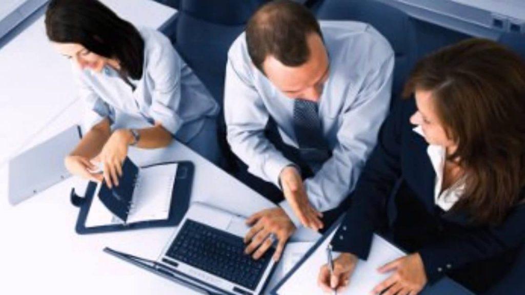 ¿Qué hacer si miras una conducta poco ética en el trabajo?