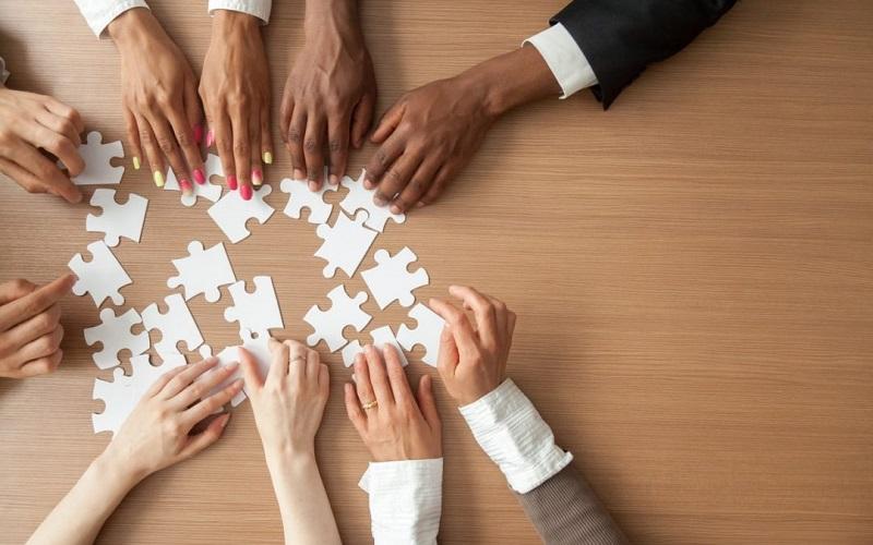 3 pasos para ser un empleador inclusivo; guía de Business in the Community
