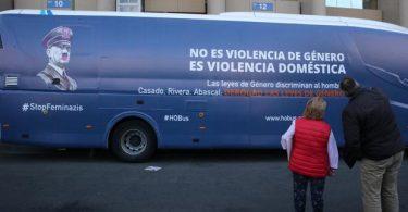 El autobús de 'Hazte Oír' lleva a Valencia su lema 'Stop Feminazis' contra las leyes de género