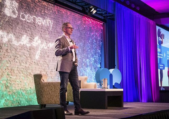 El Fundador y CEO de Benevity, Bryan de Lottinville hablando sobre tendencias responsables