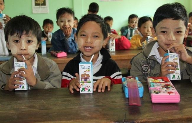 3. TetraPak trabaja por la nutrición en el mundo - alimentación escolar en Myanmar