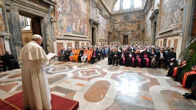 Papa Francisco - se necesita adecuada conversión ecológica y educación ecológica.