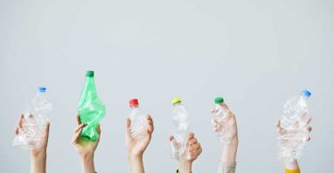 5 marcas que han lanzado botellas de plástico recicladas / reciclables