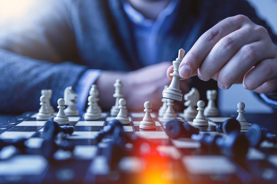 Los líderes también reconocen que no pueden cambiar los sistemas solos, trabajando con otros para romper las barreras y aumentar las probabilidades de éxito.