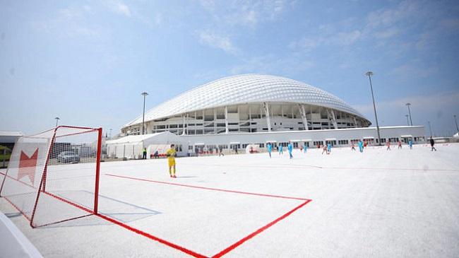 Más de 50,000 tazas recolectadas en los estadios después del torneo el verano pasado se han utilizado para crear una nueva instalación deportiva, ReCup Arena de Budweiser.