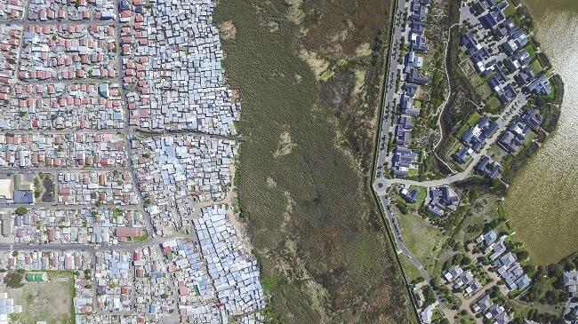 Países que ha visitado Miller donde la inequidad social es obvia