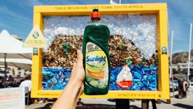 Empresas que han lanzado botellas de plástico recicladas / reciclables - Sunlight de Unilever