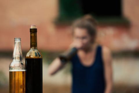 Alcohol en exceso; cada vez más personas consumen 2